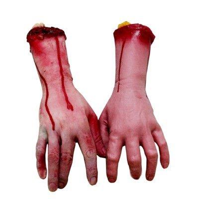 Brazos y manos ensangrentadas humanas, partes de cadáver para casa encantada o decoración de...
