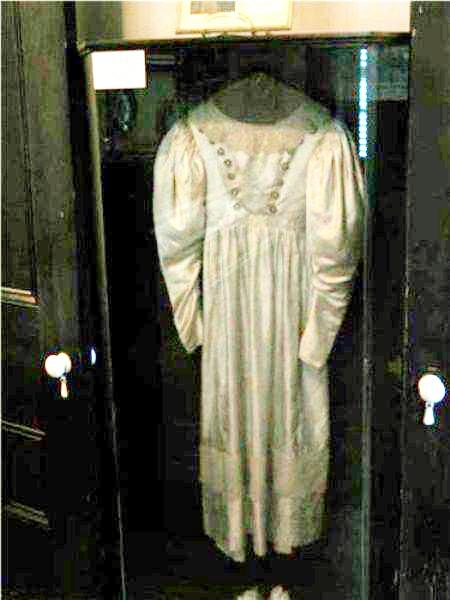 vestido de novia real de los warren, museo de los warren